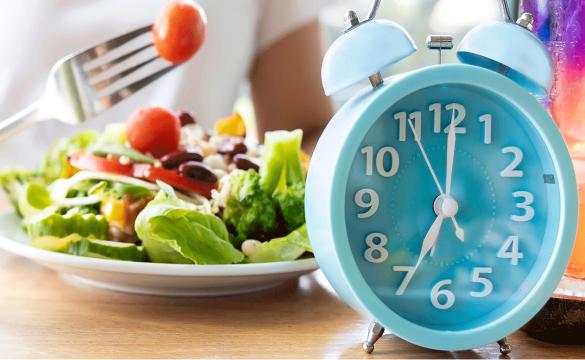 7 Τρόποι Για Να Εντάξεις Τη Διαλείπουσα Νηστεία (Intermittent Fasting) Στη Διατροφή Σου